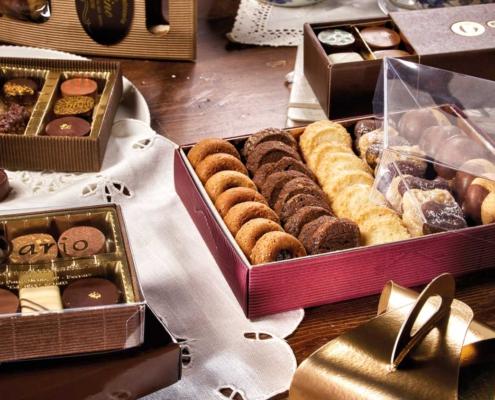 Le scatole di cartone per dolci, torte e pasticceria